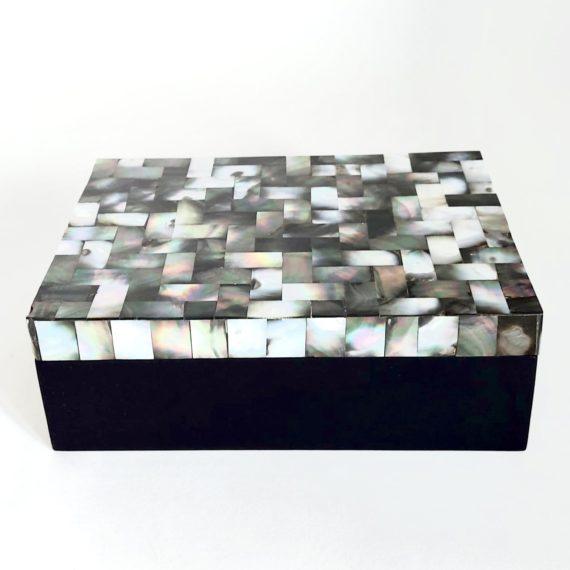 decobox-shell-black-grey